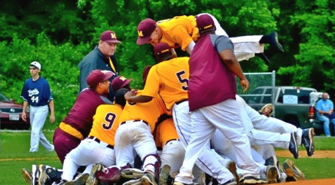 Baseball sweeps St. Mary's, moves into WCAC championship